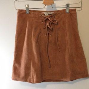 Von Maur mauve/pink lace up mini skirt